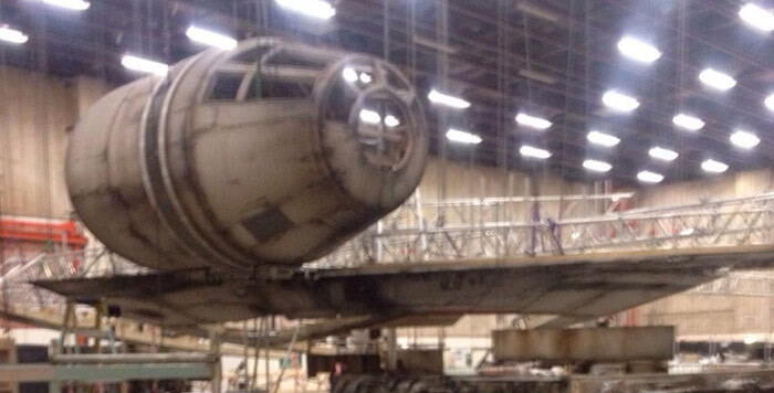 star-wars-episode-7-millenium-falcon-laser-time